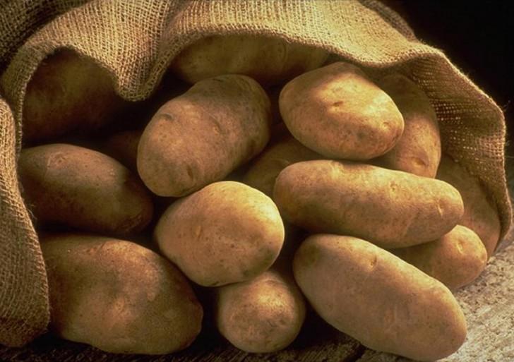 Pela 1 kilo de papas en 50 segundos
