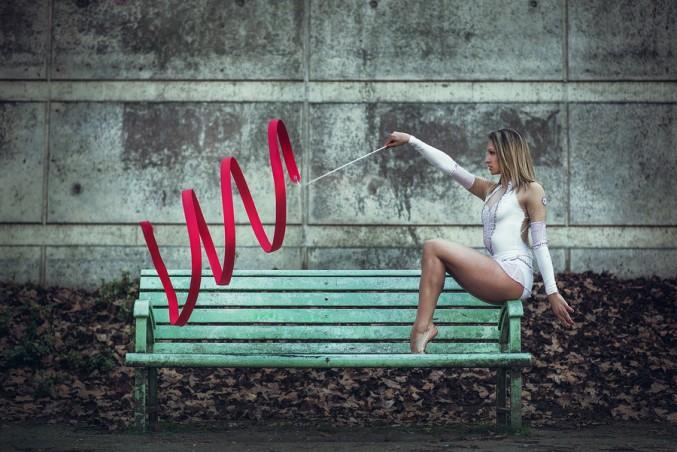 Bailarines y gimnastas en entornos urbanos por Dimitry Roulland