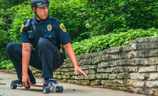 El primer policía skater