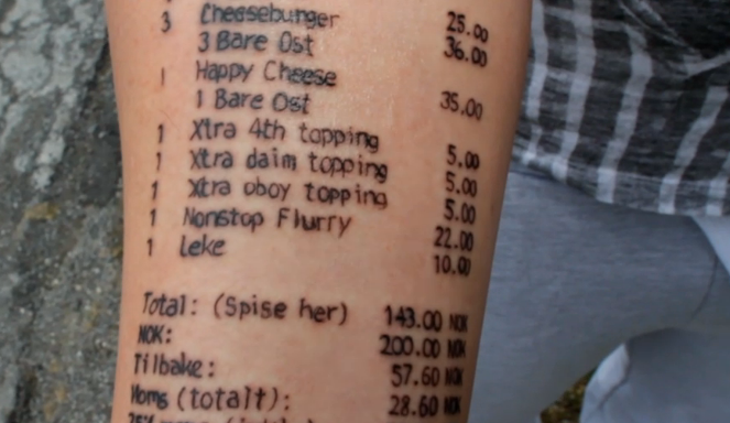 El chico que se tatuó un ticket de McDonalds lo hizo de nuevo