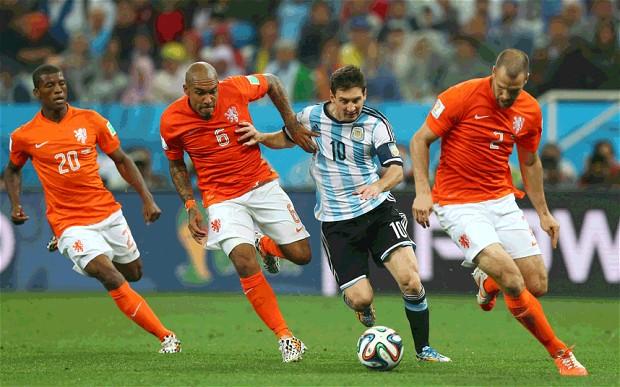Messi se encuentra exhausto antes del final según su padre