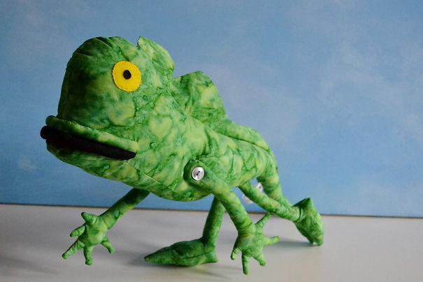 Esta artista convierte en peluches los dibujos infantiles