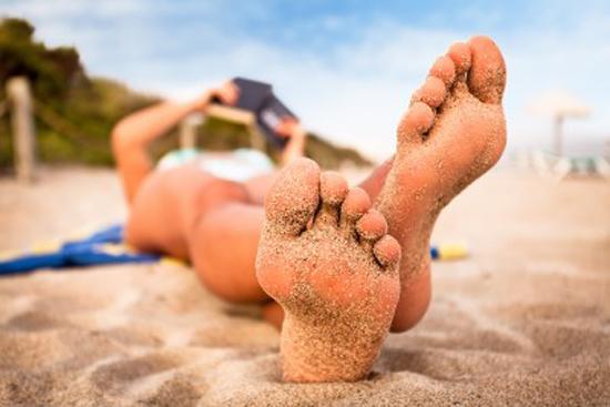 Cuida tus pies y evita infecciones en verano