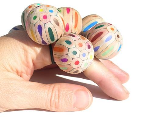 Accesorios con lápices de colores por María Cristina Bellucci