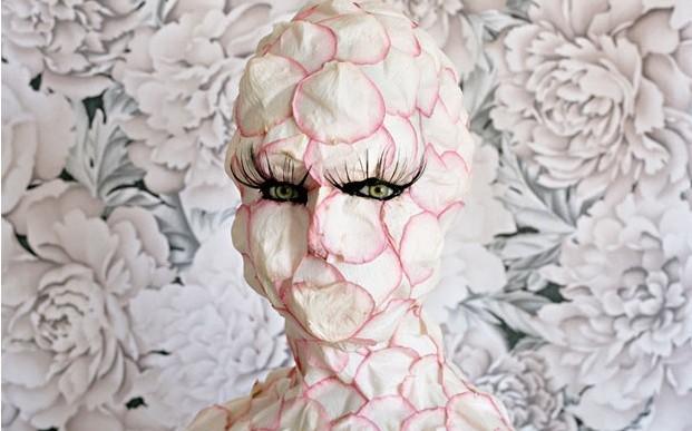 La feminidad a través de retratos surreales