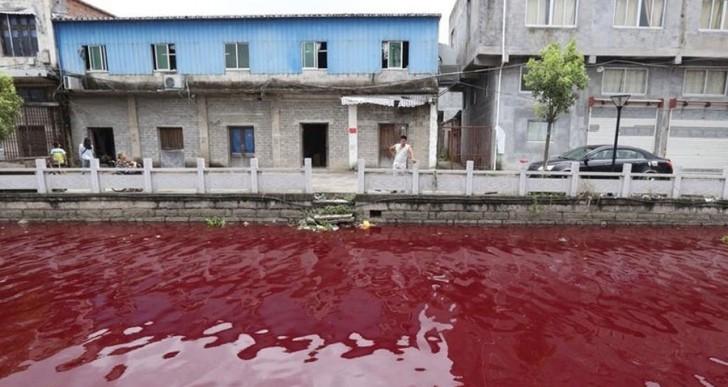 ¿Por qué se volvió rojo este río en China?