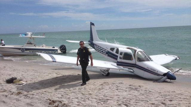 Niña atropellada por avión en la playa