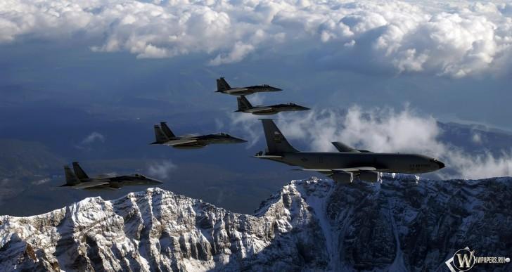Jet de combate escolta avión a aeropuerto en Manchester