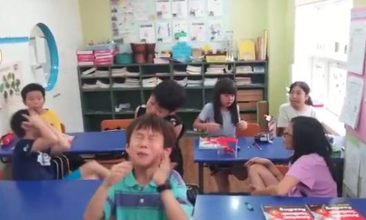 Estos niños prueban los caramelos ácidos por primera vez