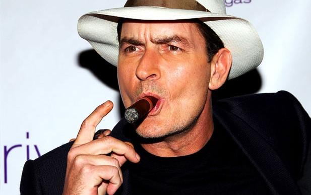 Charlie Sheen arruinó el reto de la cubeta con agua helada