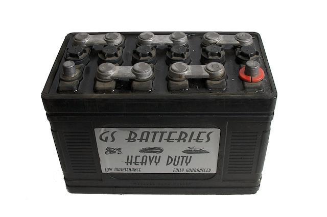 Convirtiendo baterías viejas en energía solar