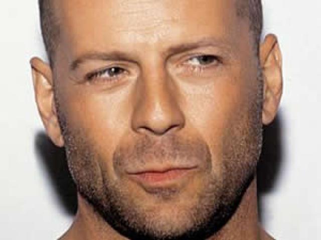 Mira a Bruce Willis hacer cochinadas en un talkshow