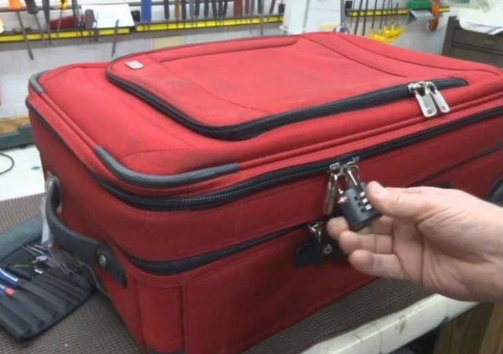 Protege tu equipaje al viajar, este hombre te muestra que un candado no basta