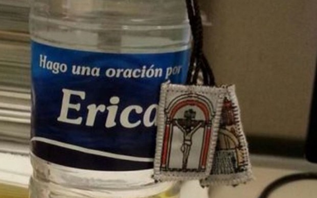 Busca tu nombre en las botellas… de agua bendita