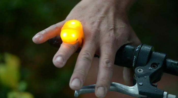 Conoce el RoadRing, un anillo intermitente para ciclistas