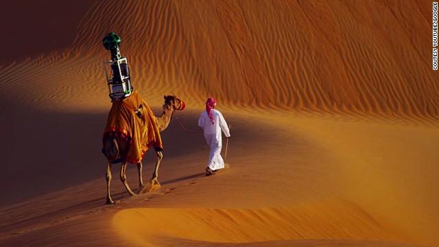 Google contrata a un camello para el street view de un desierto