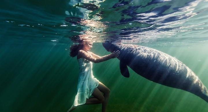 Esta fotógrafa captura la belleza de la conexión entre su hija y el mar