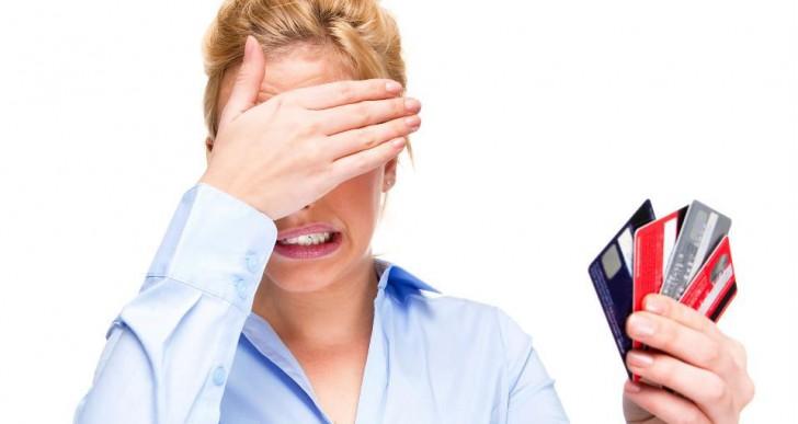 ¿Cuántas tarjetas de crédito debes tener para no dañar tu cartera?