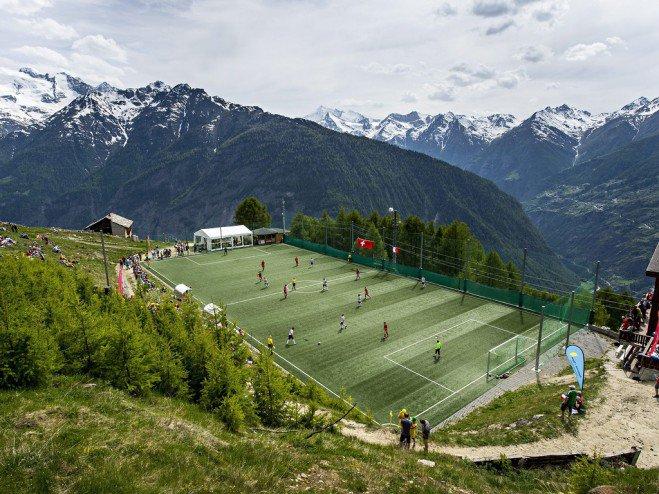 Conoce los 8 estadios de futbol más inusuales en el mundo