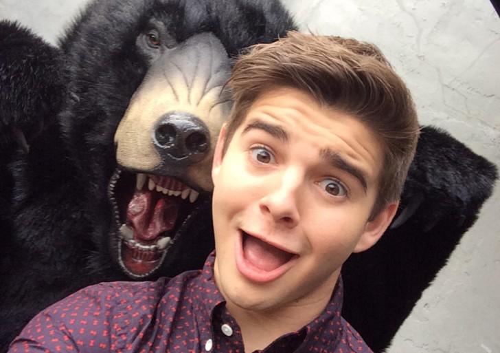 La nueva tendencia super peligrosa: selfies con osos salvajes