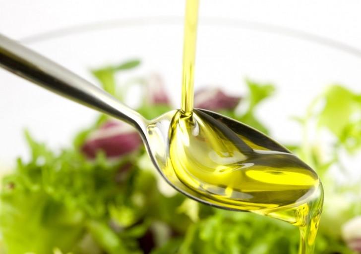 Usos para el aceite de oliva en tu rutina de belleza y no la cocina