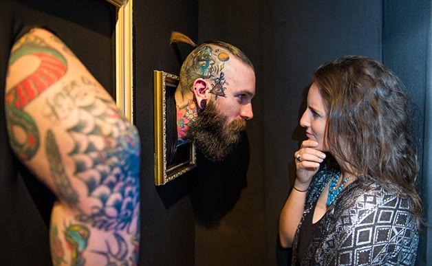 Galería de Londres exhibe a personas tatuadas como obras de arte