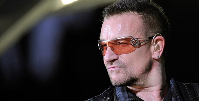 Se cae la puerta durante un vuelo del avión privado donde iba Bono