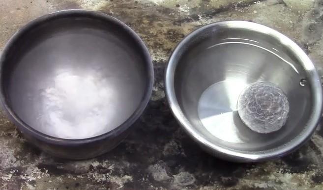 Esto es lo que pasa cuando algo muy frío entra en contacto con líquido