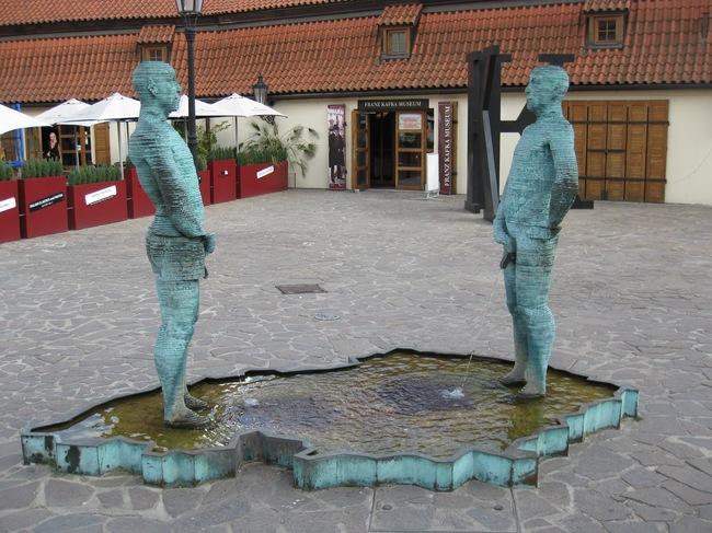 Conoce estas 29 estatuas excepcionales y divertidas alrededor del mundo