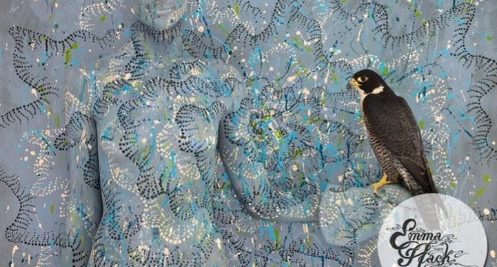 Emma Hack, la artista que lleva el camuflaje a un nuevo nivel