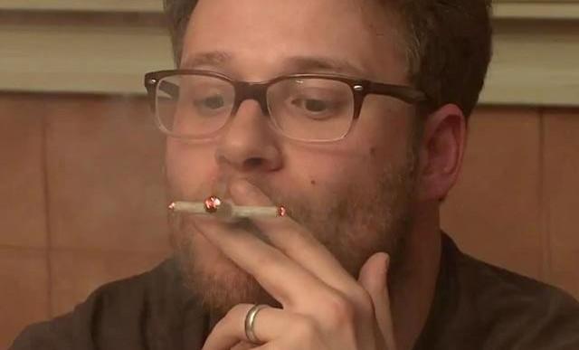 Seth Rogen invita a sus fans a fumar con él antes de ver su película