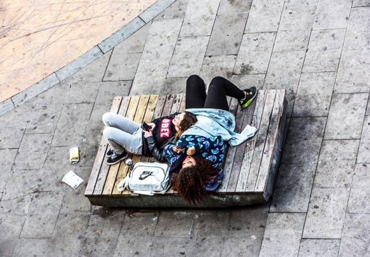 Un fotógrafo documentó la vida de una banca de Barcelona por un año