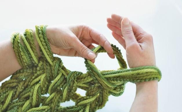 Aprende atejerbufandas, sombreros y suéteres utilizando sólo las manos