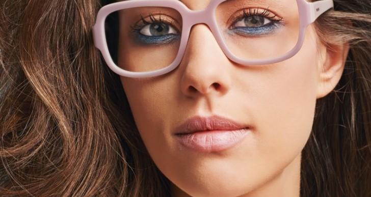 ¿Usas lentes? Estos trucos de maquillaje son para ti