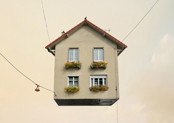 Flying Houses: Una serie de casas surrealistas editadas por Laurent Chéhère