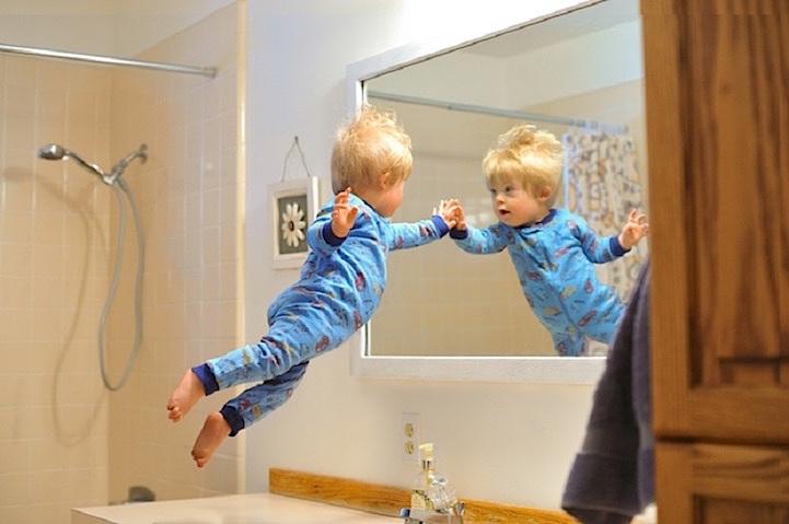 Este padre ayuda a su hijo con síndrome de down a volar con sus fotos