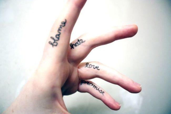 Inspírate con estos 24 tatuajes miniatura para los dedos