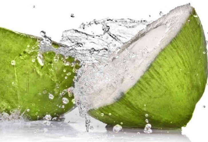 Bebe agua de coco todos los días y no creerás los beneficios que te dará