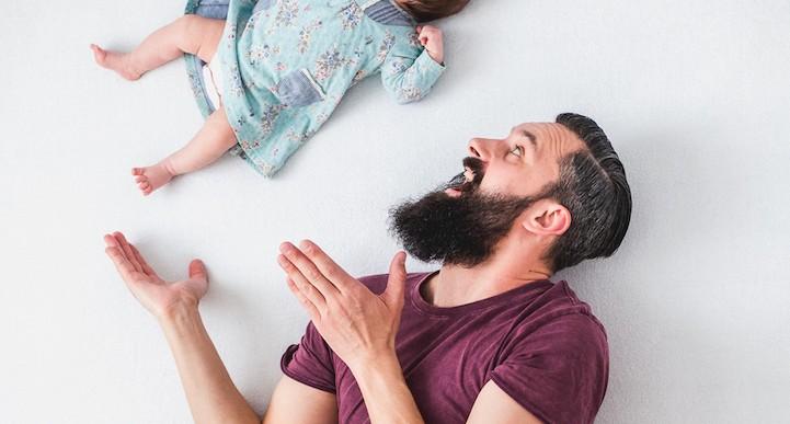 Encantadoras fotos de un padre con su hija flotante