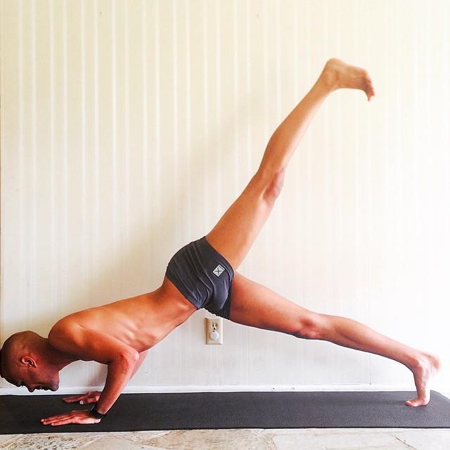 Broga: Una modalidad de yoga exclusivamente para hombres ...