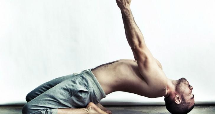 Broga: Una modalidad de yoga exclusivamente para hombres