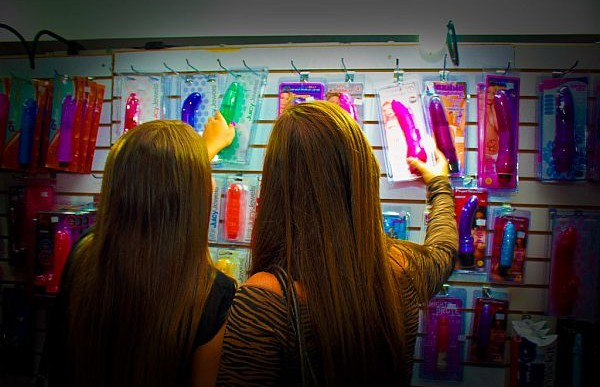 5 útiles consejos para comprar un juguete sexual