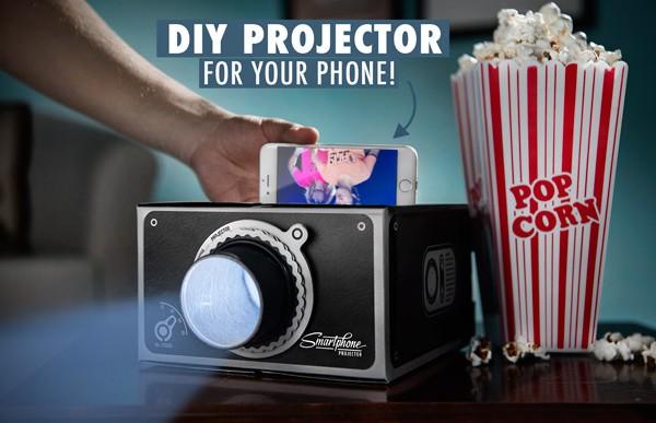 Convierte tu smartphone en un proyector con este (barato) accesorio