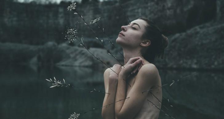 El fotógrafo Bleeblu captura retratos íntimos de mujeres