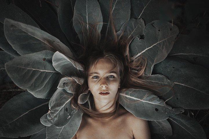 Originales retratos revelan la belleza de las mujeres mezcladas con la naturaleza