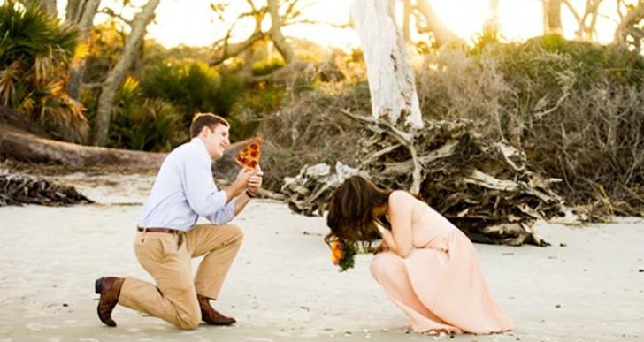 ¡Adiós a los anillos! Lo de hoy es pedir matrimonio con una pizza