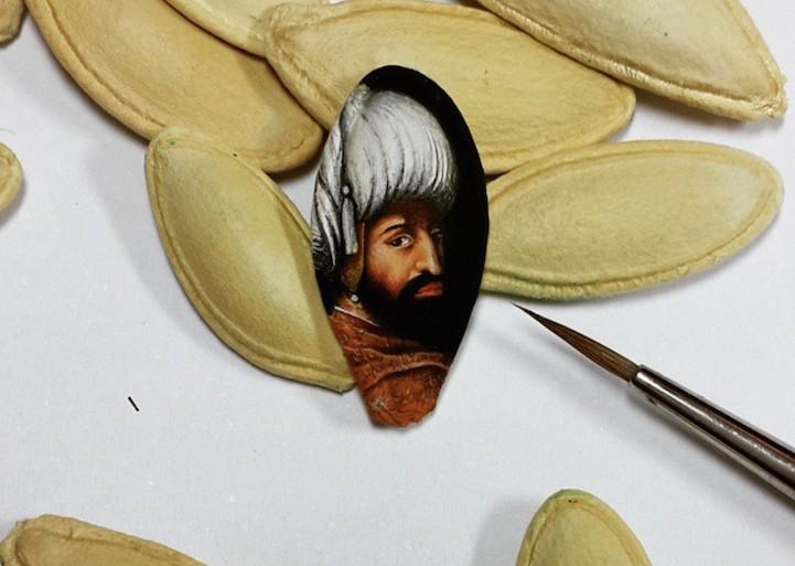 Hasan Kale pinta obras increíblemente detalladas en superficies minúsculas