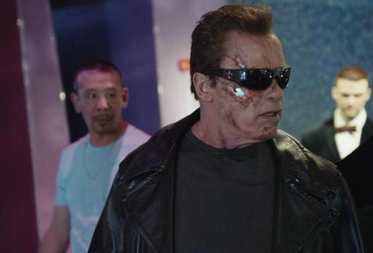 Arnold Schwarzenegger asusta a fans para anunciar la película de Terminator