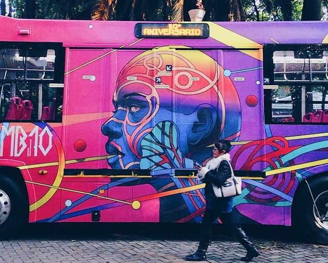 10 artistas intervinieron 10 autobuses de Metrobús por su aniversario