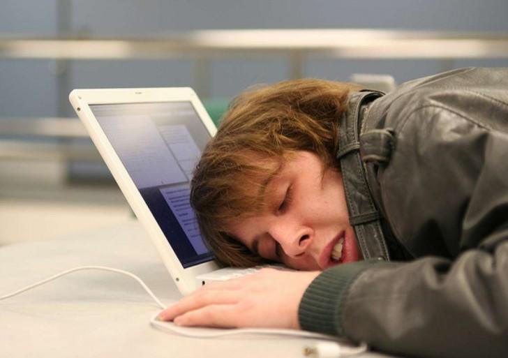 Partes de tú cerebro se vuelven locos mientras luchas contra el sueño
